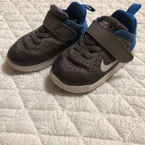 Nike Tennis Shoes 👟
